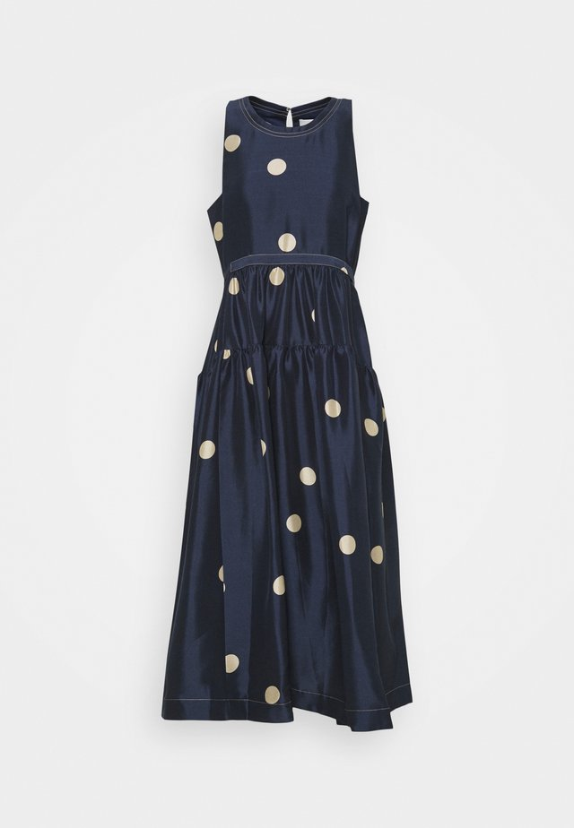 DOT PRINT BELTED MAXI DRESS - Vestido de cóctel - midnight/beige