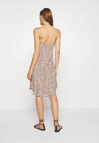 Abercrombie & Fitch - BIAS CUT SLIP DRESS - Vestito estivo - light brown - 2