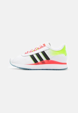 ANDRIDGE SPORTS INSPIRED SHOES - Trainers - footwear white/core black/signal pink