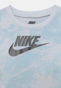 Nike Sportswear - MAGIC CLUB SET UNISEX - T-shirt con stampa - black - 3