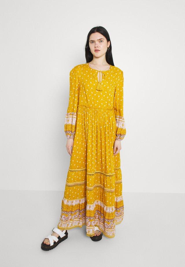 AMEERA DRESS - Długa sukienka - ochre