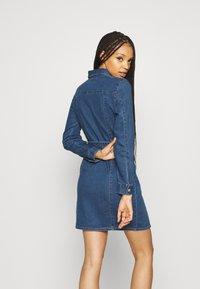 ONLY - ONLPHILLY LIFE ZIPPER DRESS - Denim dress - medium blue denim - 2