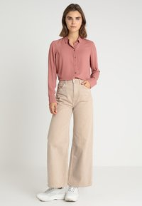 New Look - PLAIN LEAD - Button-down blouse - dusty pink - 1