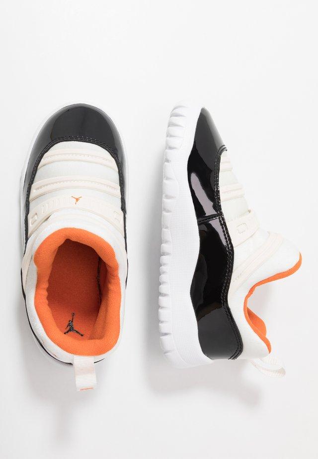 AIR 11 RETRO LITTLE FLEX - Basketball shoes - sail/starfish/black
