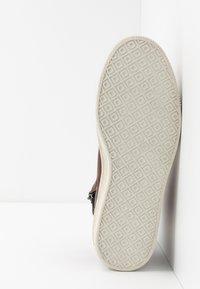 Bullboxer - Höga sneakers - brown - 4