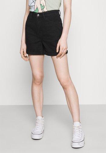 ONLVEGA LIFE MOM - Shorts di jeans - black denim
