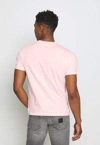 Calvin Klein - CHEST LOGO - T-shirt basic - pink - 2