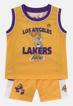 NBA LOS ANGELES LAKERS SPACE JAM ZONE DEFENSE SET UNISEX - Fanartikel - yellow