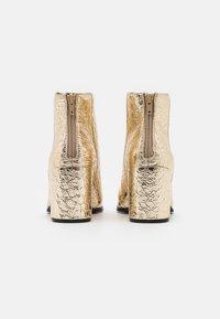 Call it Spring - VEGAN JULIEANNE - Boots à talons - gold - 3