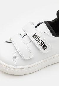 MOSCHINO - UNISEX - Tenisky - white - 5
