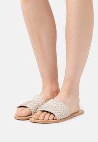 YAS - YASBRADY  - Pantofle - ivory cream - 0