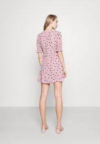 Glamorous - BUTTON FRONT MINI DRESSES WITH PUFF SLEEVES SMOCKED CUFFS - Skjortekjole - pink - 2