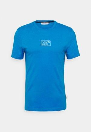 CHEST BOX LOGO - T-shirt med print - blue aster