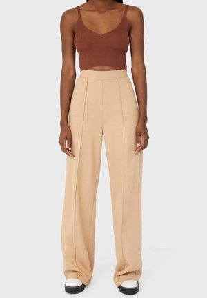 GERADE GESCHNITTENE - Trousers - brown