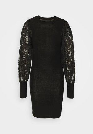 ONLFLORA DRESS  - Pletené šaty - black