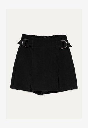 MIT SCHNALLEN  - Shorts - black