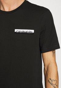 Calvin Klein - CHEST BOX LOGO - Print T-shirt - black - 5