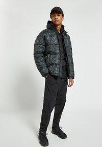 PULL&BEAR - Winter jacket - dark green - 1