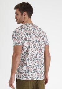 Tailored Originals - Camiseta estampada - milky white - 2