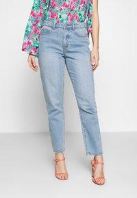 Lost Ink Petite - VINTAGE MOM - Jeans straight leg - goji - 0