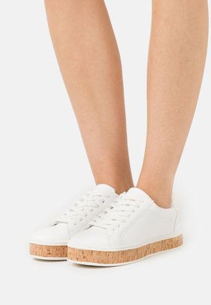 Trainers - white/plain