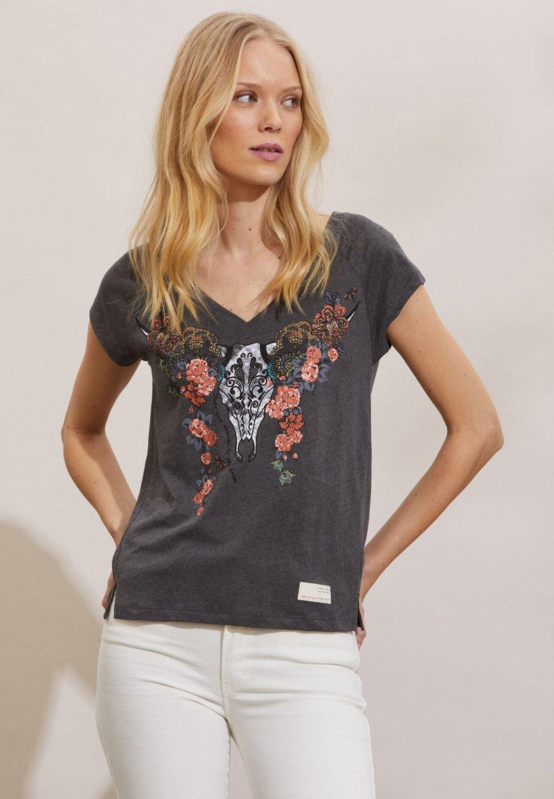 Odd Molly - HENNA - Print T-shirt - asphalt