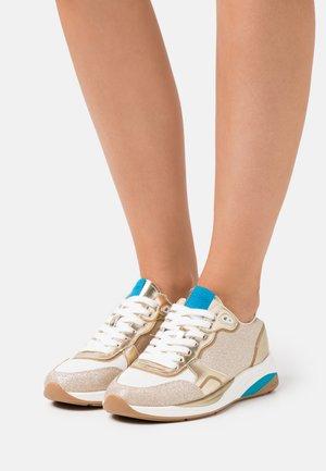 MAKENNA - Sneakers basse - gold