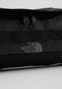 The North Face - TRAVEL CANISTER - Kosmetiktasche - black - 7