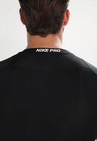 Nike Performance - PRO COMPRESSION - Tílko - black/white/white - 4