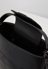 Marc Cain - Sac à main - black - 4