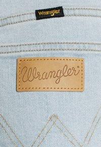 Wrangler - MOM - Denim shorts - cloud nine - 5