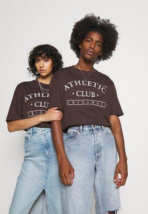 JORTOBIAS TEE CREW NECK FRONT BIG UNISEX  - T-shirts print - seal brown