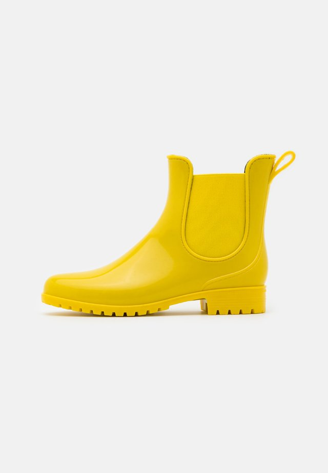 Wellies - yellow
