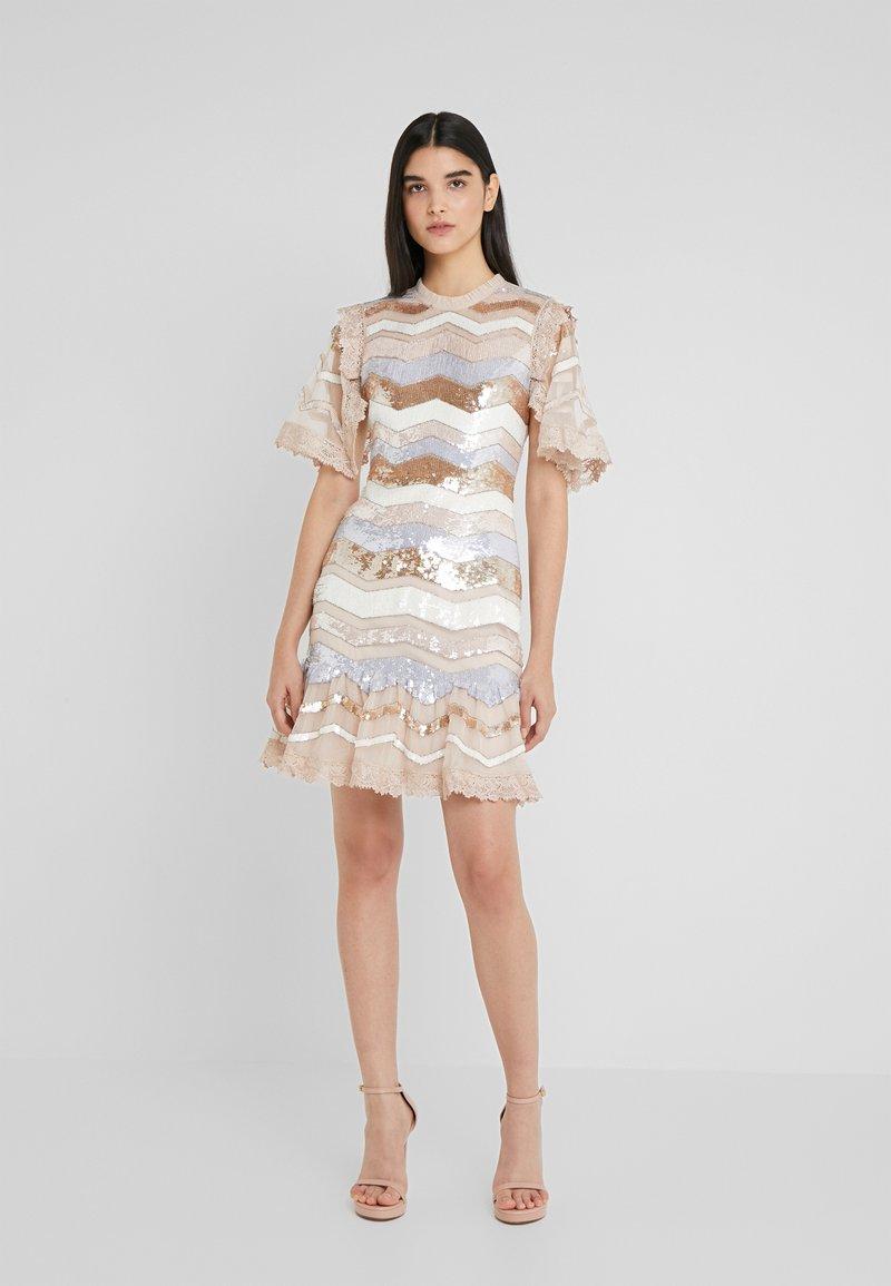Needle & Thread - ALASKA MINI DRESS - Koktejlové šaty/ šaty na párty - pearl rose