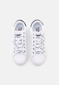 Tommy Jeans - ICONIC ESSENTIAL FLATFORM - Matalavartiset tennarit - white - 5