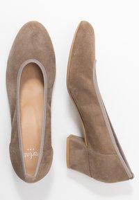 PERLATO - Classic heels - stone - 3