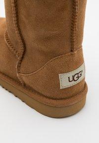 UGG - CLASSIC II - Korte laarzen - chestnut - 5