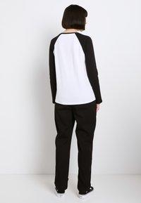 Vans - Bluzka z długim rękawem - white/black - 2