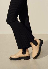 sandro - NOE - Trousers - noir - 4