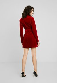 Missguided - PLUNGE O RING BELTED BLAZER DRESS - Kjole - red - 3