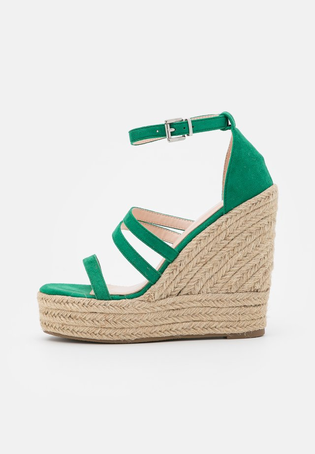 MIRELLE - Sandalen met plateauzool - green