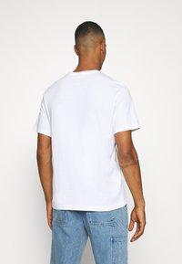 Nike Sportswear - TEE HIGH SUMMER - Print T-shirt - white - 2