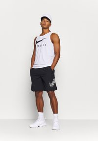 Nike Performance - M FLX GFX - Sports shorts - black - 1