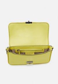 MICHAEL Michael Kors - Handbag - limelight - 3