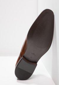 Zign - Elegantní šněrovací boty - tan - 4