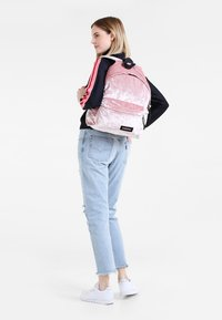 Eastpak - AUTHENTIC - Rucksack - crushed pink - 0