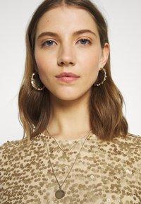 Pieces - PCALISIA DRESS - Vestito elegante - warm sand - 4