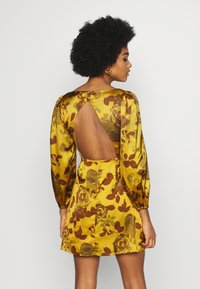 Glamorous - MINI DRESS WITH PUFF SLEEVES - Cocktail dress / Party dress - ochre - 2