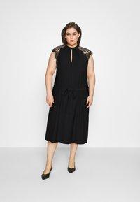 Vero Moda Curve - VMMILLA SHORT DRESS  - Koktejlové šaty/ šaty na párty - black - 1