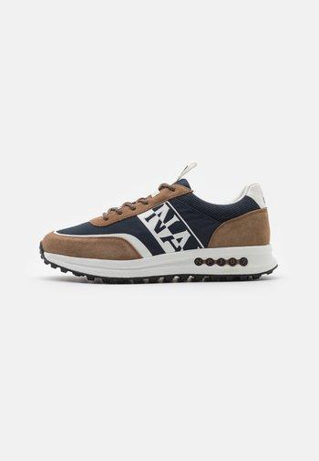 SLATE - Trainers - brown/navy
